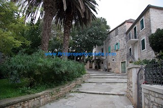 Business premises - Sale - SPLITSKO-DALMATINSKA - BRAČ - SUPETAR